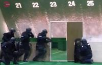 埼玉県警、市街地テロを想定した実弾訓練を公開。機動隊の「銃器対策部隊」17 名が参加