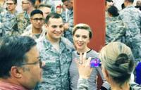 米人気女優スカーレット・ヨハンソンらがアフガニスタンなどの米軍基地を慰問