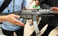 台湾が台北航空宇宙&防衛技術展で9x19mmの国産サブマシンガン「XT107」を展示
