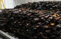 世界各地におけるAK-47(カラシニコフ式小銃)の1挺当たりの価格はオンライン闇市場が最高値