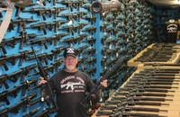 「米国内で最も武装した男性」が十代の強盗グループによって被害を受ける