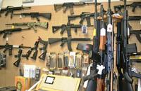 トランプ政権が国内銃器メーカーの輸出促進を図るため規制緩和を計画。国務省から「商務省」管轄に移管