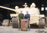 英国のコレクターがイラク軍の69式戦車から2.6億円超の金塊を発見。クウェート侵攻時の略奪品か