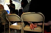 米国の航空保安官が警乗した機内の手洗いに携行武器を置き忘れる失態