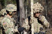 伸ばすと7メートルの棒になる小さなロールマット「RolaTube」を使用したアンテナを米陸軍がテスト中