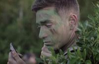 米海兵隊スカウトスナイパー教官が教える「カモフラージュ」解説映像