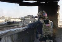 イラク治安部隊を支援する米軍「軍事アドバイザー」が、部隊指揮官の裁量で黒色の戦闘服を着用
