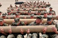 米海軍特殊部隊SEAL初の女性志願者が評価・選抜プログラムの中で脱落