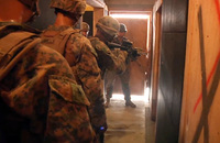 沖縄でCQB訓練をおこなう米海兵隊『艦隊対テロセキュリティーチーム(FAST)』