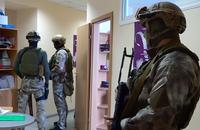 ウクライナの警察特殊部隊SWATがマルウェア拡散の温床となった企業に踏み込んだ際の映像