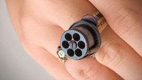 19世紀に作られた世界最小の「指輪型ピストル」が約88万円で落札