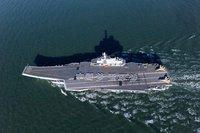 中国海軍訓練用空母の甲板上で人文字。モチロン漢字で♪