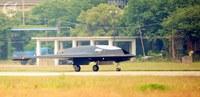 中国軍、ステルス風無人戦術機、初飛行♪