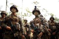 米海兵隊で初、3人の女性隊員が歩兵訓練を卒業