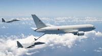 自衛隊の空中給油機による戦闘機への給油作業を初公開