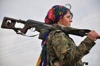 イスラム国と戦うクルドの女性司令官、スカーフとドラグノフがステキ♪