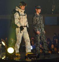 東京ボーイズコレクションで、陸海空自衛官がランウェイ。