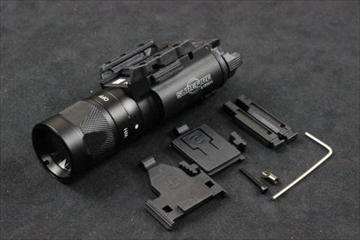エレメント X300V バンパイア LEDタクティカルライト BK