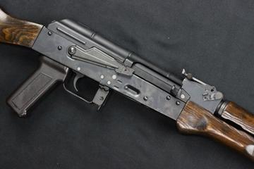 新型AKM