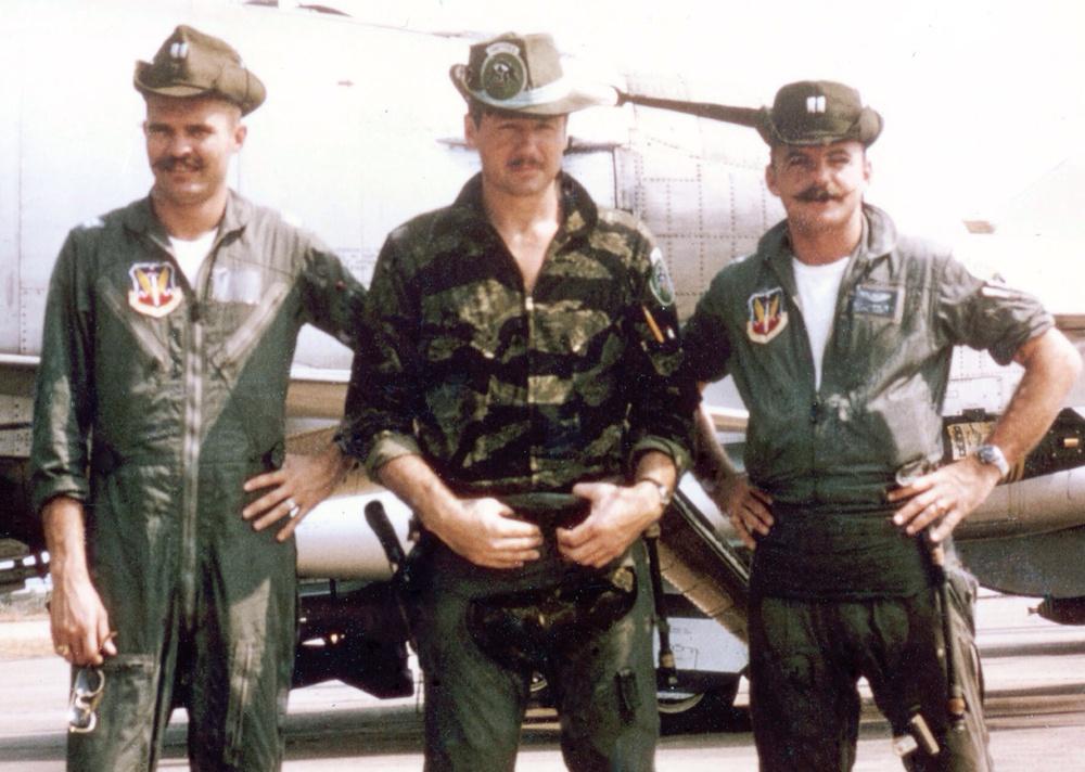 「K-2B フライトスーツ」の画像検索結果