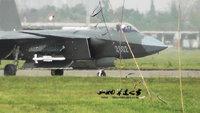 中国軍ステルス戦闘機、試験飛行。ミサイル、載せてます