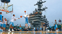 米空母カールビンソン甲板上でバスケットボール大会(・・;)