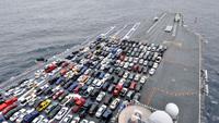 米空母ロナルドレーガン飛行甲板が駐車場に(・・;)