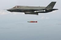 F35 爆弾投下訓練成功