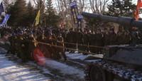 今年成人の自衛官、74式戦車と綱引き。結果は(((・・;)