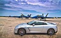 米海軍ブルーエンジェルスと日産自動車GTーRが出会った