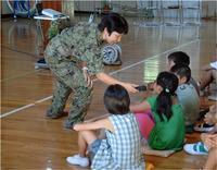 被災地派遣の陸自女性幹部が小学校で講演