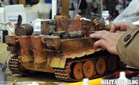 中華製ティガーⅠラジコン戦車の背中をゴチャゴチャと