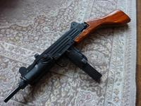 UZI短機関銃 木製ストックの完成