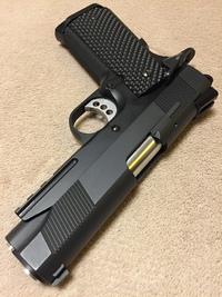 Railed Shorty.45 G10が良く似合う。