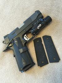 Railed Shorty.45 G10 Gripを調達。