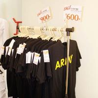 アメリカ陸軍 現行トレーニングTシャツ 特売中