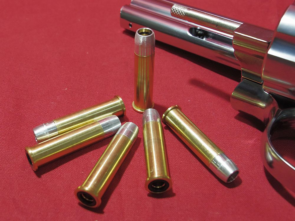 Xカートリッジですよ。 いやーやっぱり質感がいいですよね。  このM686(M586)はマルシン製リボルバーでは唯一の357マグナム弾を使用するモデルです。