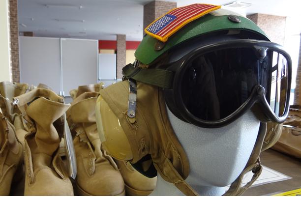キャリアデッキクルーヘルメット