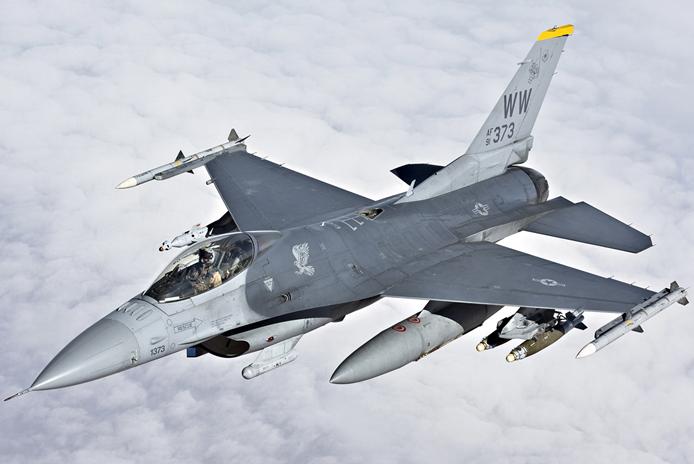 F-16CM-50戦闘爆撃機