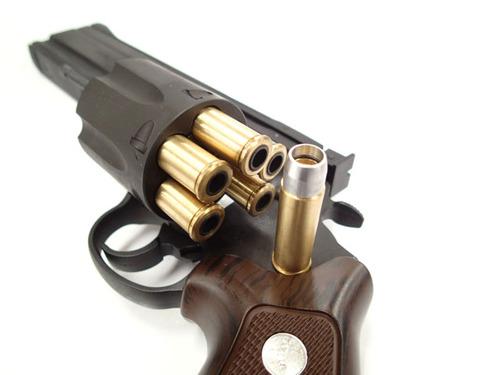 弾頭はアルミ製、ケースは真鍮製とした、新型カートリッジ「Xカートリッジ」は外観のリアルさだけではなく、重量アップにも貢献。