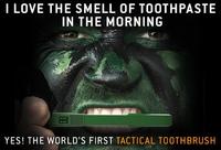 【キックスターター】ガラスブレーカー付き タクティカル歯ブラシ