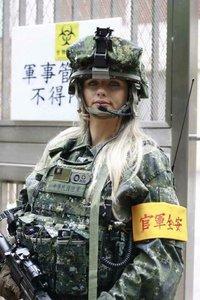 彼女は中国軍
